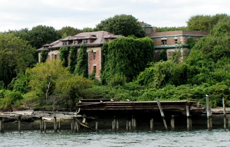 Riverside_Hospital_North_Brother_Island_crop